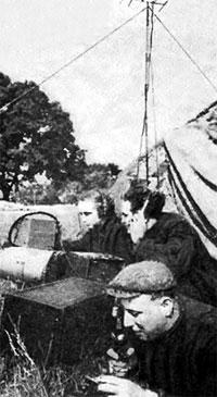 Связь проводит оператор команды Львовского радиоклуба (036046/UB5KBA) Hиколай Исидорович Кашин (UB5EF, позже – UX5EF) [1933-2008], 1956 г.
