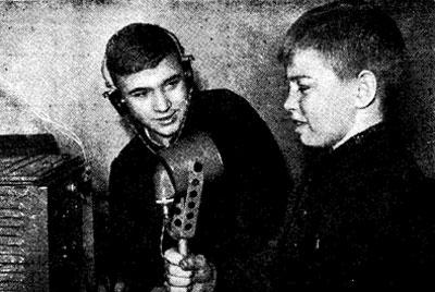 Операторы 074047 – команды Ульяновского Дворца пионеров (слева направо): И. Воронцов и Ю. Кушелев (ученики СШ №15).