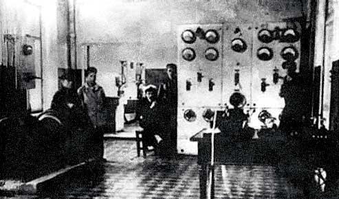 Аппаратный зал искровой радиостанции «Новая Голландия». 1915 год