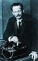 Адольф Карл Генрих Слаби со своим радиоустройством