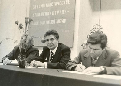 Rogachev, as the director, conducts meeting of the institute's scientific-engineering council; 1984